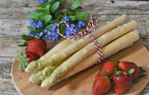 Saisonstart: Spargel + Erdbeeren!